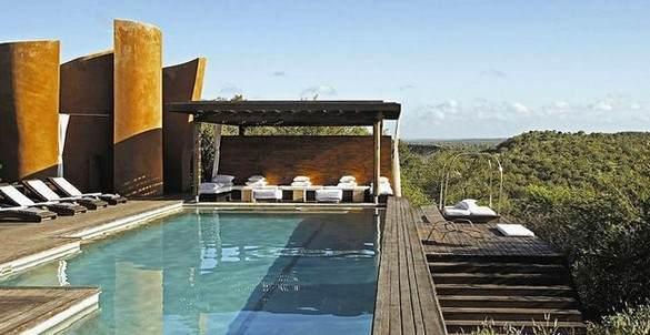 "Pool der ""Sinigita Lebombo Lodge"" im Krüger Nationalpark in Südafrika"