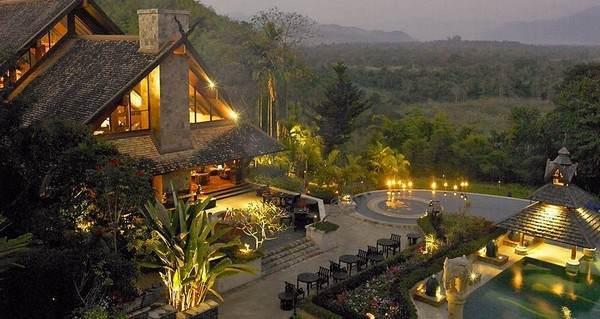 Pool im Antara Golden Triangle Hotel im Norden Thailand