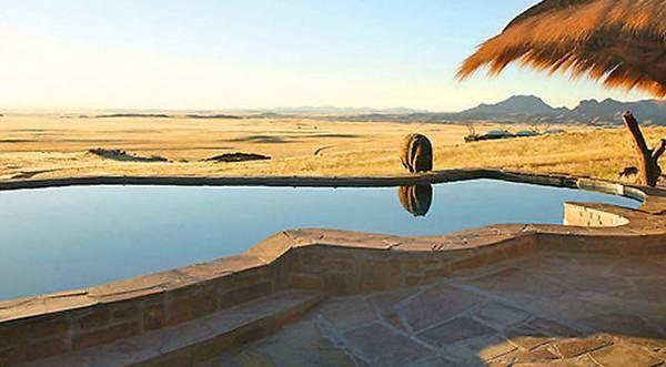 Pool im Hotel Rostock Ritz Desert Lodge